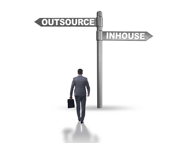 IT-oursourcing vs. inhouse IT | Comby